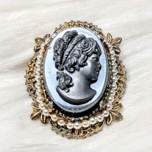 Jewelry - Vintage Resin Cameo